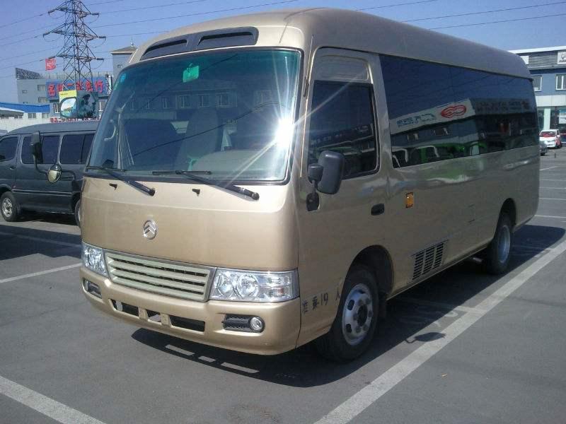 广州上下班租车的金旅中巴 仿考斯特
