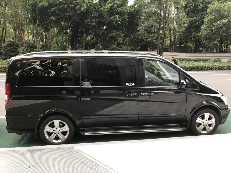 广州上下班租车的奔驰维亚若
