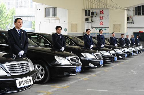 广州上下班租车的奔驰车队